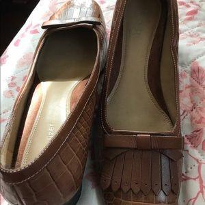 Naturalized heeled shoes